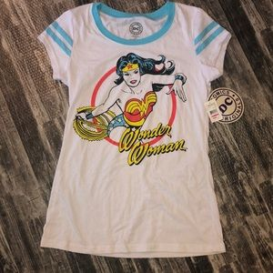 DC Comics Wonder Woman t-shirt. Size jr XL.